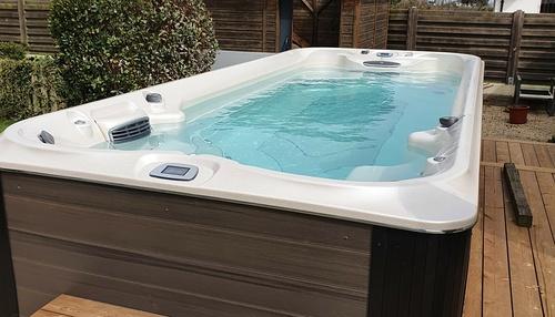 Installation d''un spa de nage - JACUZZI