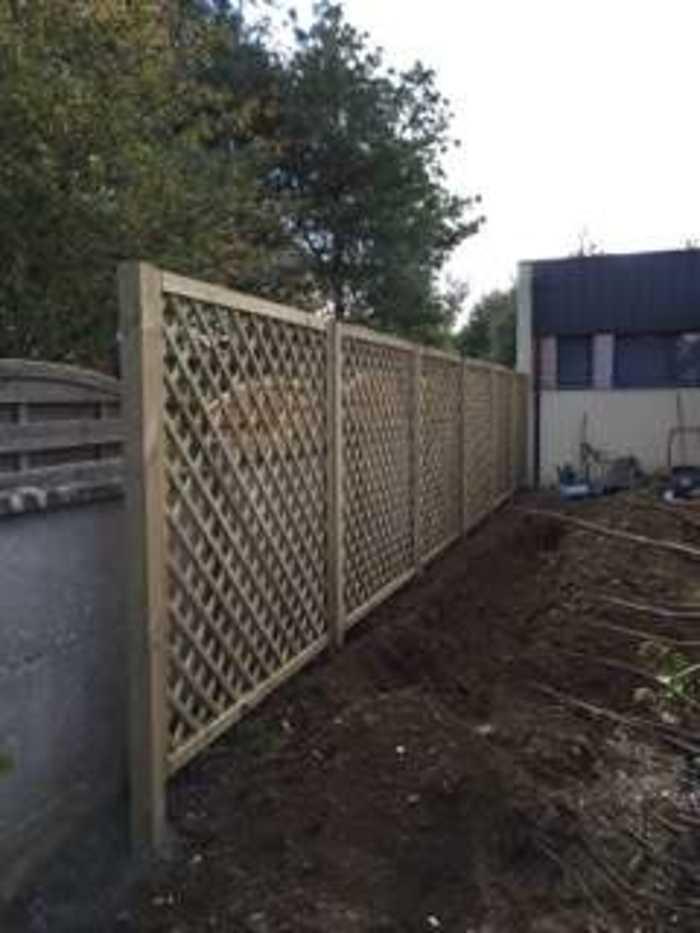 Installation d''une clôture et d''un espace végétalisé - (22) img0257