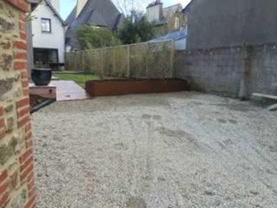 Installation d''une clôture et d''un espace végétalisé - (22) img1311